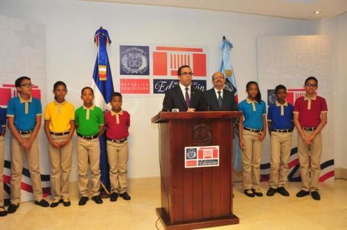 nuevo-uniforme-escolar-exhibira-variados-colores